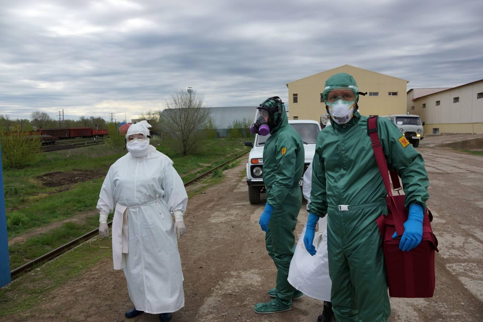 защитный костюм от коронавируса для врачей